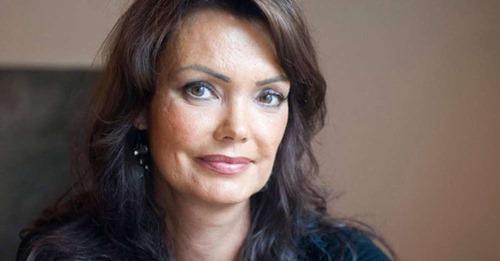 Kácsor Zsolt: Tóth Krisztina, a költő(nő)